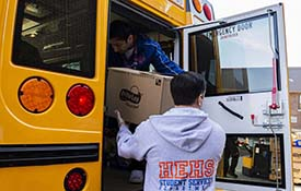 Food Service and Transportation Pair Up for Meal Delivery